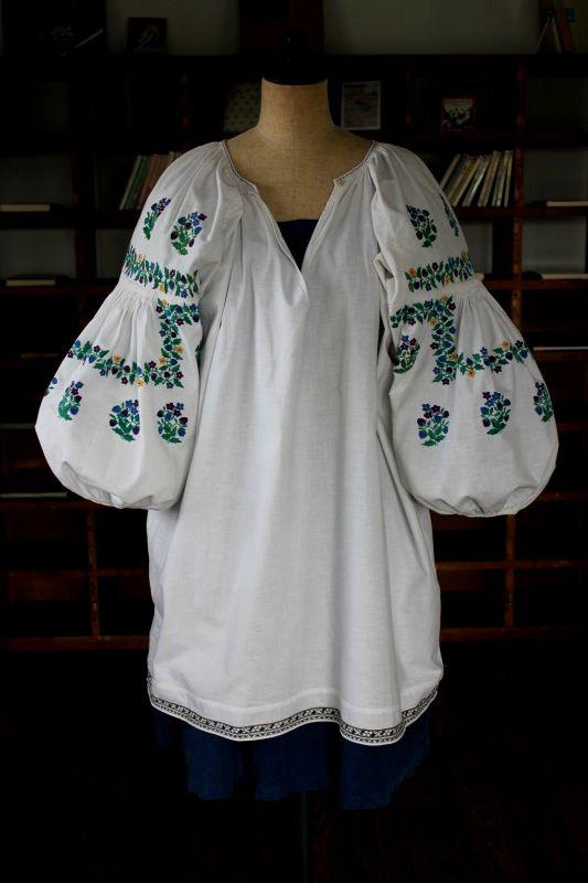 ウクライナ刺繍ワンピース 色鮮やかお花刺繍と肩ピンタック