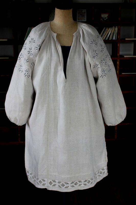 ウクライナ刺繍ワンピース 白と黒モダン幾何学模様の刺繍