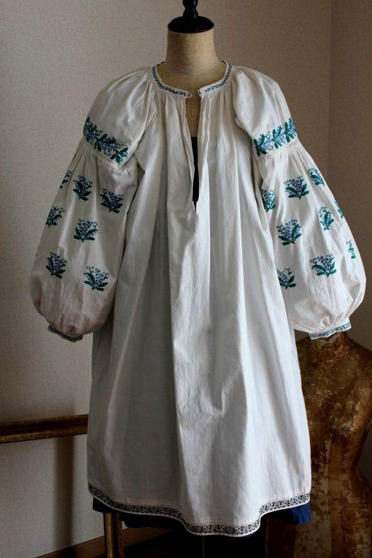 ウクライナ刺繍ワンピース 緻密な水色すずらん刺繍