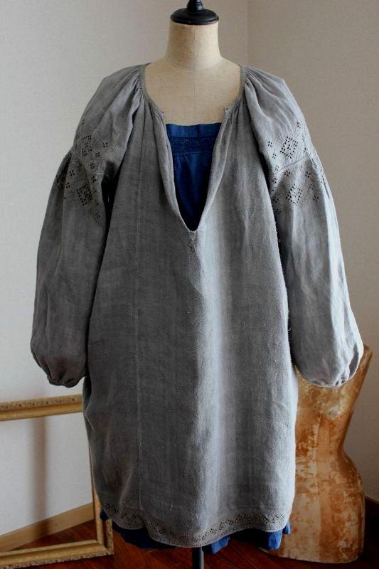 ウクライナ刺繍ワンピース 煤染めきれいなグレー色とドロンワーク刺繍