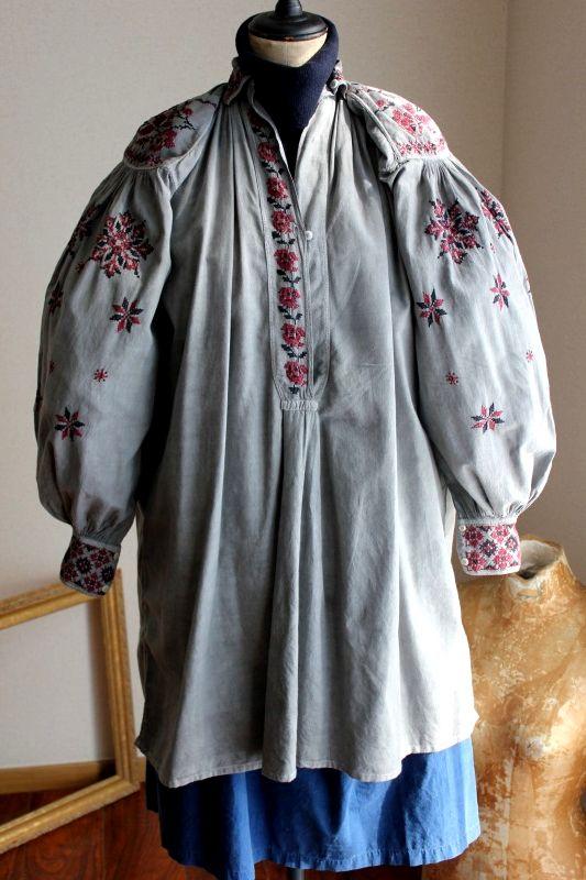 ウクライナ刺繍ワンピース 圧巻ピンタックと伝統刺繍